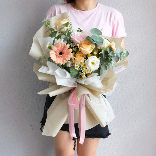 Oliver (Pink and Champagne roses bouquet)