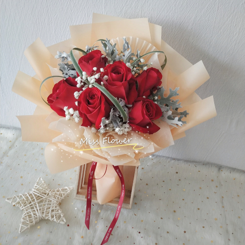 Fresh red roses bouquet 001