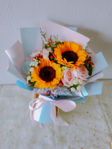 Sunflowers with roses bouquet