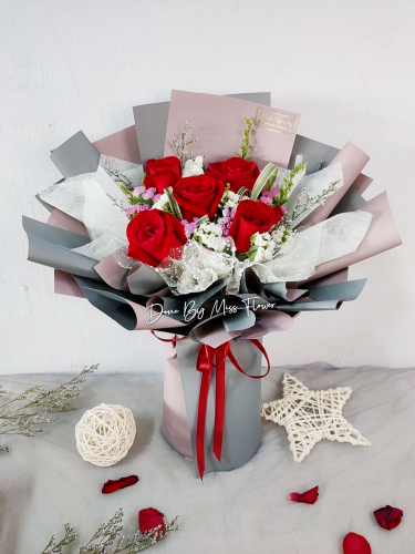 Fresh Red Roses Bouquet 004