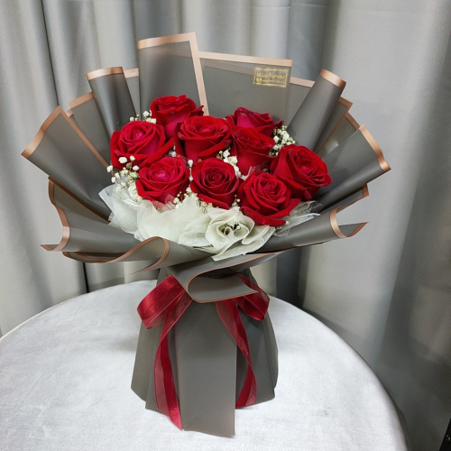 Fresh Red Roses Bouquet 008