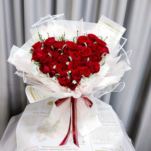 Love Shape Red Roses Bouquet 01