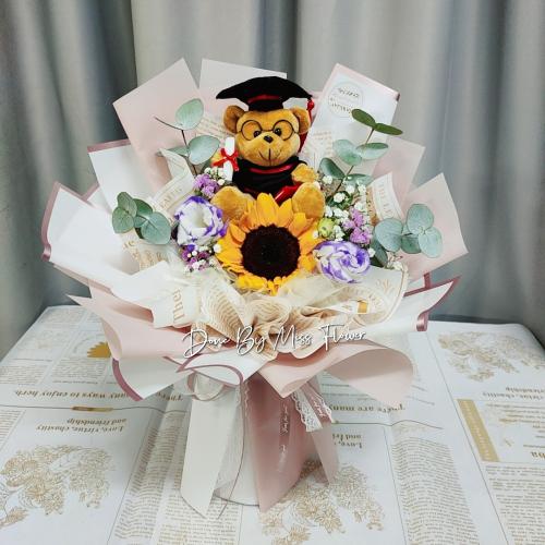 Graduation bouquet 02