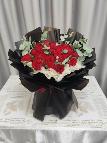 Fresh Red Roses Bouquet 013