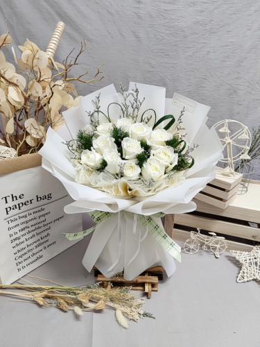 White Roses Bouquet 01