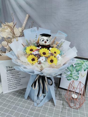 Graduation bouquet 03
