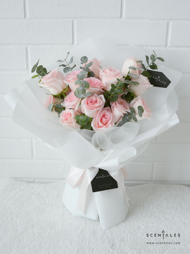 Minimalist Pink Rose Flower Bouquet