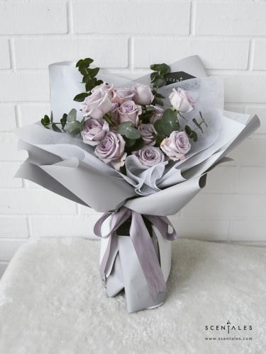 Minimalist Lilac Rose Flower Bouquet