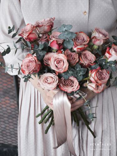 (Pre-order) Scentales Minimalist Cappuccino Rose Bridal Bouquet