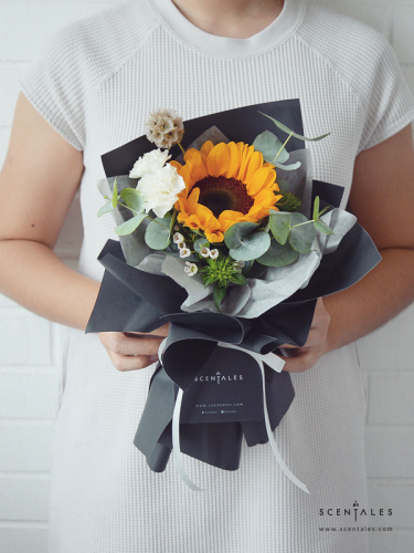 (Pre-order) Hero Petite Flower Bouquet