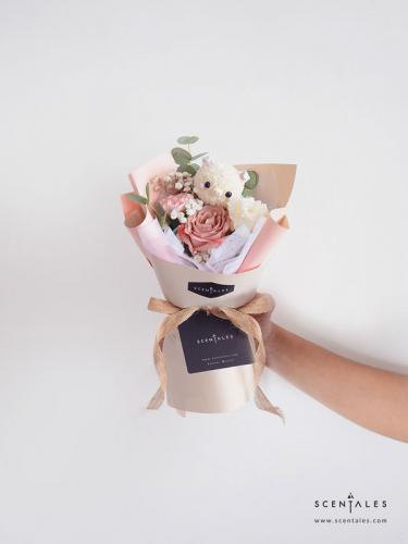 Scentales Oink Oink The Piggy Petite Flower Bouquet