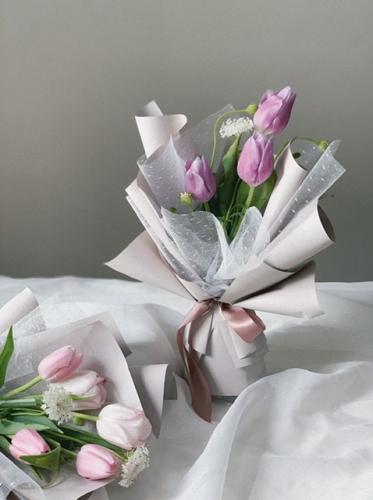 Amora Tulip bouquet