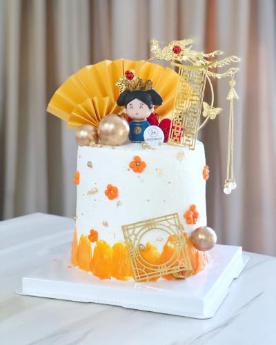 Retro Empress Designer Cake