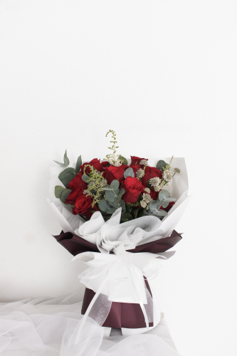 SDTFM06 - Classic Red Rose Bouquet