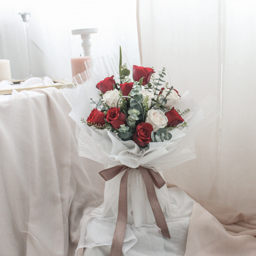 SDTFM12 - PRECIOUS Red Rose bouquet.