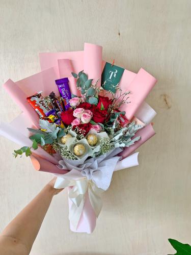 Roses & Mix Choc Bouquet