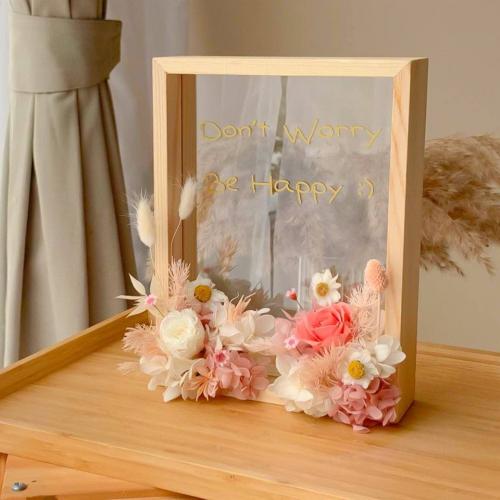 Edith Preserved Flower Frame
